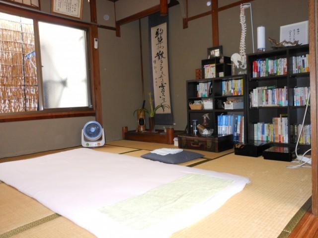 静かな和室の施術室