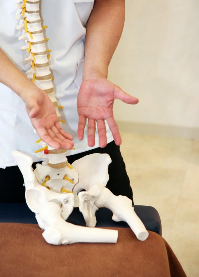肩こりの原因 ⑥ 骨盤の歪み