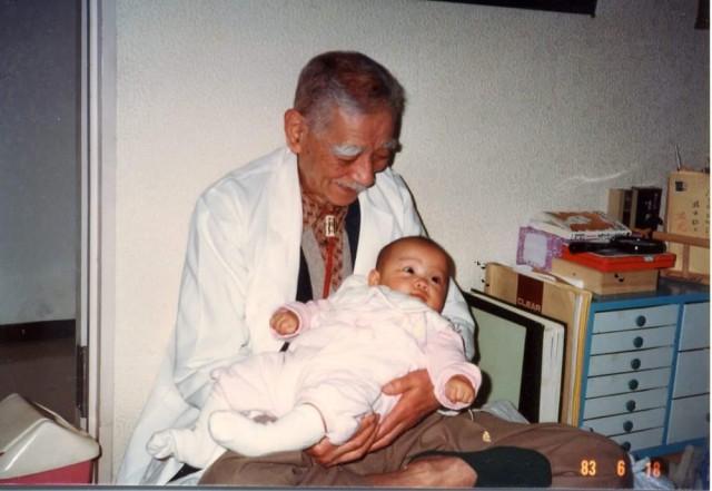 橋本敬三先生と赤ちゃん